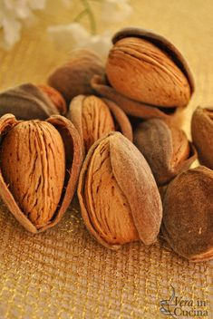 Bio Food, Cinnamon Almonds, Sicilian Recipes, Food Wallpaper, Coffee Shop Design, Candy Store, Dried Fruit, Food Lists, Health And Nutrition