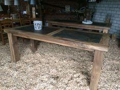 Altholztisch aus Eichengebinde mit afrikanischem Naturstein