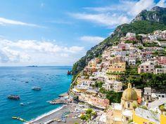 Gelegen aan de zuidkant van het schiereiland Sorrento in de regio Campania ligt de Amalfikust. Sinds de Romeinse tijd komen reizigers al naar deze spectaculaire kustlijn om te genieten van zon, zee…