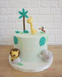 We spend a lot of time trying to find the perfect cake to suit the perfect party. For this, we have curated a list of creative birthday cake ideas for you to choose from! Safari Birthday Cakes, Boys First Birthday Cake, Creative Birthday Cakes, Safari Cakes, Birthday Cake Smash, Lion Cakes, Giraffe Cakes, Owl Cakes, Fondant Cake Toppers