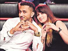 Our Industry's Famous Singer Honey Singh With His Lady Love!! They Look Adorable!  #cutecouple #couplegoals #CouplesChoice #bollywood #Singer #husbandandwife #mondaymotivation #celebrities #ladyluck #honeysingh