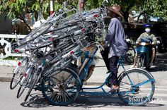 Vietnam by Sinue Serra - an Italian independent photographer based in Barcelona. World Pictures, Funny Pictures, Photography Portfolio, Travel Photography, Velo Cargo, Bicycle Safety, Champions Of The World, Cool Bicycles, People Of The World