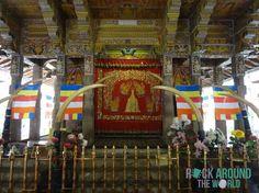 Alter Altarraum im Zahntempel (Sri Dalada Maligawa) in Kandy, Sri Lanka