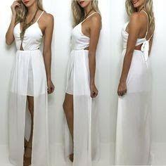 Vestido branco, frente única, racha lateral