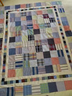 Really like how the borders set off this shirt quilt. - Love Laugh Quilt Using Shirts Colchas Quilt, Man Quilt, Quilt Border, Scrappy Quilts, Baby Quilts, Quilt Blocks, Memory Quilts, Flannel Quilts, Plaid Quilt