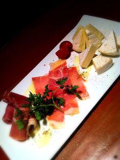 チーズと生ハムの盛り合わせ Food Inspiration, Tapas, Menu, Foods, Flower, Party, Menu Board Design, Food Food, Food Items
