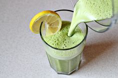 Detox Smoothie: 1 1/4 cups (310 ml) pineapple juice, juice from 1/4 lemon, handful fresh spinach leaves, 1/4 tsp fresh grated ginger