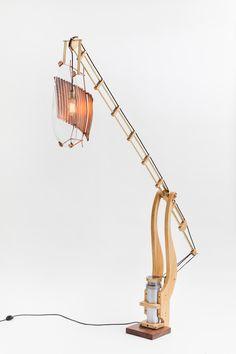 Paulo Goldstein // DS Lamp, com materiais e objetos descartados