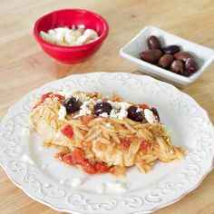 This is a simple chicken recipe that is packed with flavors. A healthy Greek dish of chicken, tomatoes and orzo, topped with kalamata olives and feta. Olive Recipes, Greek Recipes, Protein Meats, Greek Dinners, Easy To Make Appetizers, Greek Cooking, Easy Chicken Recipes, Recipe Chicken, Mediterranean Dishes