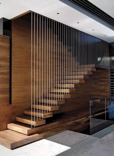 Top 10 Unique Modern Staircase Design Ideas for Your Dream House Most people dream of a big house with two or more floors. SelengkapnyaTop 10 Unique Modern Staircase Design Ideas for Your Dream House Modern Stair Railing, Stair Railing Design, Stair Handrail, Staircase Railings, Staircase Ideas, Railing Ideas, Staircase Pictures, Floating Staircase, House Staircase