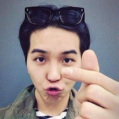Mino sending the Inner Circle love with a heart and a kiss. We greatly appreciate them :)  #WINNER #INNERCIRCLE