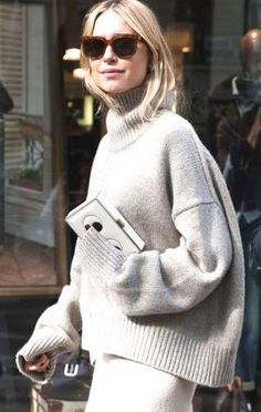 15 Cozy and chic sweaters for fall Because you'll need to bundle up before you know it. via Fashionista (Pernille Teisbaek wearing a Céline sweater during Paris Fashion Week. Fashion Week Paris, Cool Street Fashion, Look Fashion, Fall Fashion, Net Fashion, Christmas Fashion, Fashion 2018, Woman Fashion, Pull Gris