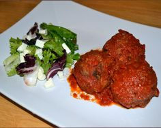 Meatball Bake, Tomato Sauce, Tandoori Chicken, Beef, Baking, Ethnic Recipes, Crime, Food, Meat