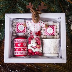 DIY Personalized Gift Baskets DIY Personalized Gift Basket For Anyone, Girlfriend, Kids, Mom Etc - Owe Crafts Diy Gift Baskets, Christmas Gift Baskets, Christmas Gift Box, Gift Hampers, Holiday Gifts, Christmas Crafts, Homemade Gifts, Diy Gifts, Personalised Gifts Diy