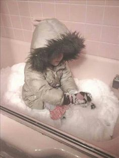 I love this idea.. When the bitter cold has you stuck in the house and your little one wants to play out in snow bring the snow inside! Fill bathtub full of snow and let your little one have fun in the snow!