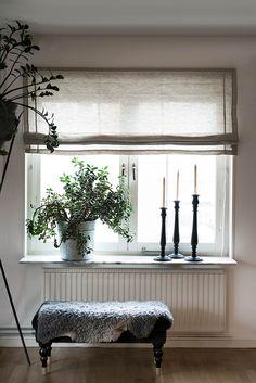 Himla Ebba Roman Blind, Natural, 100 x 180 cm Living Room Decor Cozy, Living Room Windows, New Living Room, Window Sill Decor, Window Coverings, Diy Curtains, Curtains With Blinds, Modern Roman Blinds, Farmhouse Kitchen Decor