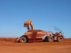 Dumper, not a scrapper, since it can't load ton 870 hp Caterpillar 776 Mining Equipment, Heavy Equipment, Caterpillar Toys, Earth Moving Equipment, Tonka Toys, Big Trucks, Heavy Metal, Tractors, Monster Trucks
