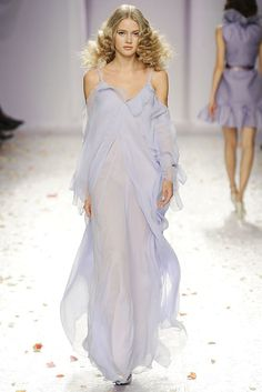 See the complete Luisa Beccaria Spring 2009 Ready-to-Wear collection.