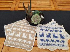 Crochet Home, Knit Crochet, Tapestry Crochet, Cat Pattern, Hot Pads, Double Knitting, Yarn Crafts, Mittens, Pot Holders