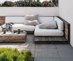 The outdoor patio of artist Ara Katz in Venica, LA I Gardenista