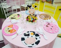 Zenón farm party for a girl First Birthday Themes, Farm Birthday, 4th Birthday Parties, First Birthdays, Farm Party Decorations, Party Centerpieces, Cowgirl Party, Farm Theme, Baby Party