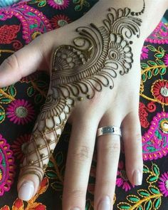 Mehndi henna designs are searchable by Pakistani women and girls. Women, girls and also kids apply henna on their hands, feet and also on neck to look more gorgeous and traditional. Henna Hand Designs, Henna Tattoo Designs, Mehndi Tattoo, Henna Tattoos, Mandala Tattoo Design, Mehndi Designs Finger, Basic Mehndi Designs, Mehndi Designs For Beginners, Mehndi Designs For Girls