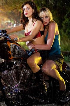 Cherry Darling/Rose McGowan & Dr. Dakota Block/Marley Shelton in Planet Terror