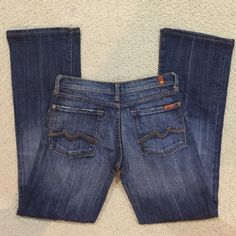 MAKE AN OFFER7 for All mankind boot cut jeans Gently worn , size 27 , inseam is 31.5 inches 7 for all Mankind Jeans Boot Cut