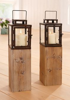 Die rustikale Laterne ist auf einem eckigen Nadelholzkasten dekoriert.  Durch das Licht der Kerze schaffen Sie mit dem Leuchter ein modernes Wohlgefühl in jedem Raum.  Gesamtmaße (B/T/H): ca. 12,5/12,5/48,5 cm.  Lieferung erfolgt ohne Kerze.  Artikeldetails:  1 Rustikale Laterne aus Metall, Auf einem eckigen Nadelholzkasten, Gesamtmaße (B/T/H): ca. 12,5/12,5/48,5 cm,  ...