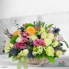 Imagini pentru la multi ani cu sampanie si flori la aniversare Gerbera, Projects To Try, Floral Wreath, Wreaths, Table Decorations, Beautiful, Home Decor, Pictures, Wedding