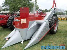 Farmall M with New Idea corn picker Vintage Tractors, Vintage Farm, Old Farm Equipment, Heavy Equipment, Tractor Pictures, Farmall Tractors, Agriculture, Farming, Farm Tools