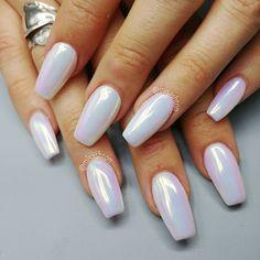 Ashton Harlan (misashton) on Aurora Mirror Pigment White Nail Art, White Nails, Pink Nails, White Chrome Nails, White Summer Nails, Nail Summer, Hair And Nails, My Nails, Vegas Nails