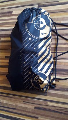 Vak športový malý (na topánky) Nike. Second hand. Second Hand, Keds, Drawstring Backpack, Backpacks, Sport, Nike, Fashion, Moda, Deporte