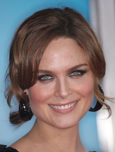 """Emily Deschanel Photos Photos - Actress Emily Deschanel attends the """"Yes Man"""" film premiere at the Mann Village Theater on December 17, 2008 in Los Angeles, California.  (Photo by Frederick M. Brown/Getty Images) * Local Caption * Emily Deschanel - Premiere Of Warner Bros. """"Yes Man"""" - Arrivals"""