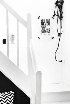 Black and white, hallway Porch Decorating, Interior Decorating, Interior Design, Design Scandinavian, Scandinavian Interiors, Scandinavian Living, Mirror Quotes, Black And White Interior, Black White