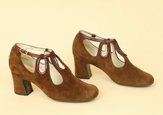 a6d5a5985fbd Vintage 60 s SUEDE Cut Out Heels 7    Mod Shoes Buckle Chunky Heel Made in  Spain Size 7 M