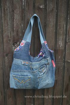 """Irgendwann bin ich mal im Netz auf die tolle """" Charliebag """" von Petra gestoßen. Ich habe sie mir gemerkt. Pocket Books, Recycle Jeans, Boho Bags, Balenciaga City Bag, Shoulder Bag, Tote Bag, Denim, Crafts, Beautiful"""