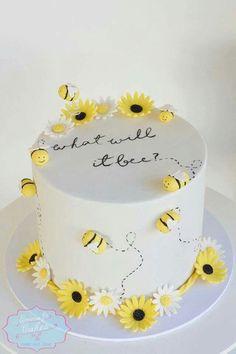 Gender reveal bee sunflower baby shower adorable cake inspo #babystuffgenderneutral