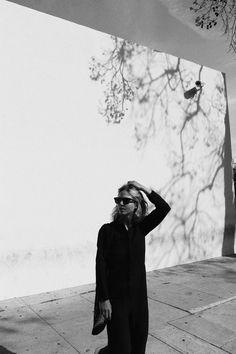 YMC jumpsuit, Céline sacha sunglasses, A.P.C. sneakers & vintage market bag. Via Mija
