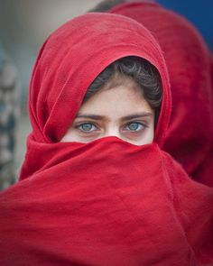 earth-song: another beautiful afghan girl by Григорий Беденко Beautiful Hijab, Beautiful Eyes, Beautiful People, Beautiful Women, Cultures Du Monde, World Cultures, We Are The World, People Around The World, Pretty Eyes