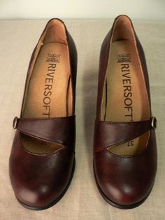 NEW RIVERSOFT WOMENS MAROON CLOSED LEATHER LADIES SHOE