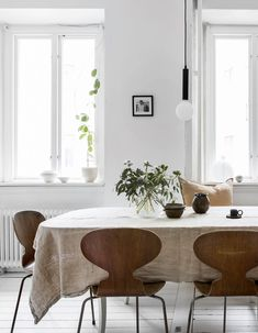 Bright white home decorated with neutral details - via Coco Lapine Design blog