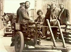 The Dubliners filming a video for 'Seven Drunken Nights' for the BBC in 1967 Dublin Street, Dublin City, Images Of Ireland, Irish Eyes, Irish Celtic, Vintage Images, Old Photos, Storytelling, History