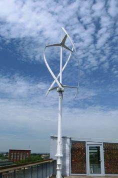 Die wichtigsten Fakten zu vertikalen Windkraftanlagen: Funktionsweise, Vorteile und Nachteile, Preise & Kosten, Hersteller & Anbieter. Solar Panels, Future House, Tiny House, Motor, House Ideas, Camping, Tecnologia, Build House, Wind Power