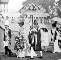 King George V and the Queen arrive in Delhi in 1911, where he was proclaimed Emperor