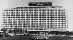 The Hotel Inter-Continental Manila in Makati City in the The parking lot was developed into Glorietta 5 in the Philippine Architecture, Makati City, Commercial Center, Manila Philippines, 5 Star Hotels, Old Pictures, Cool Photos, Interesting Photos, Skyscraper