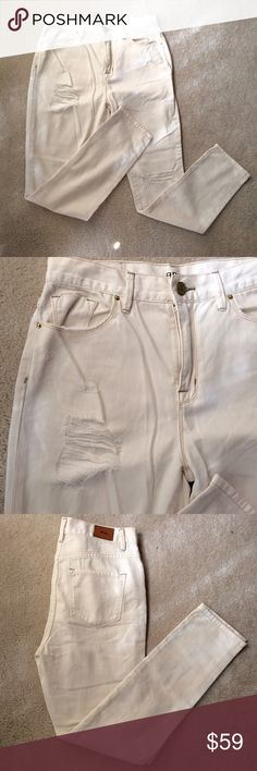 "💥PARTY SALE💥BDG Distressed High Rise Jeans NWOT White distressed jeans with light gold stitching. 28 wide 29"" long. Never been worn. Urban Outfitters Jeans Ankle & Cropped"