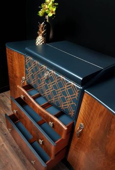 Art Deco Furniture, Cabinet Furniture, Upcycled Furniture, Furniture Making, Furniture Makeover, Painted Furniture, Diy Furniture, Art Deco Bar, Art Deco Design