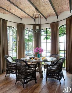 CHIC COASTAL LIVING: Gisele Bundchen and Tom Brady's Los Angeles Home breakfast dining room