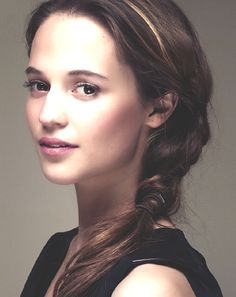 Alicia Vikander | Messy Braid + Makeup